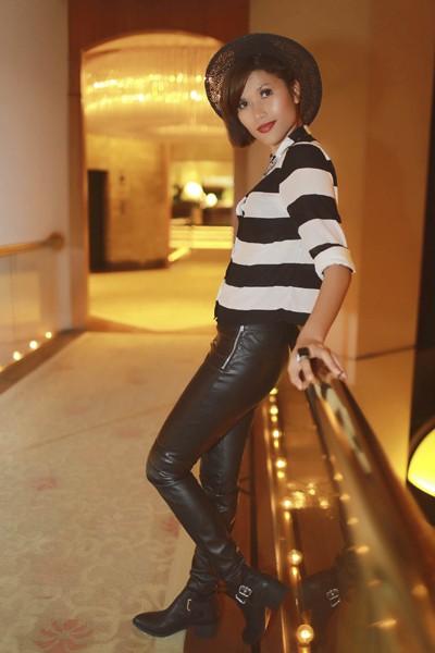 """Trang """"lạ"""" xuất hiện cá tính ở Singapore Fashion Week ảnh 11"""