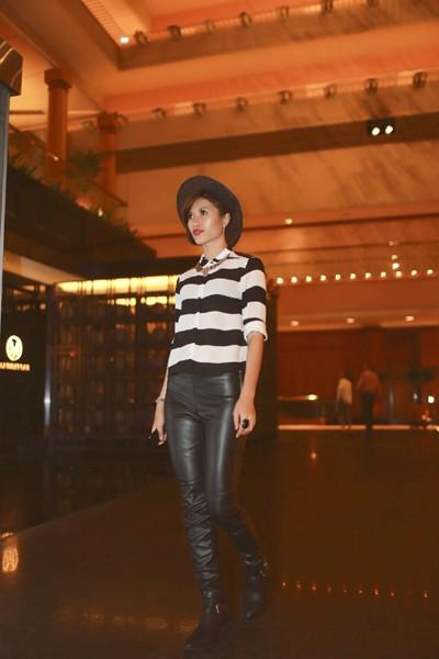 """Trang """"lạ"""" xuất hiện cá tính ở Singapore Fashion Week ảnh 12"""