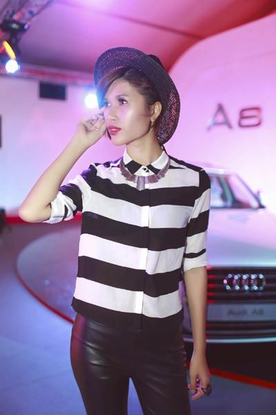 """Trang """"lạ"""" xuất hiện cá tính ở Singapore Fashion Week ảnh 8"""