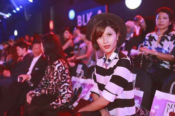 """Trang """"lạ"""" xuất hiện cá tính ở Singapore Fashion Week ảnh 9"""