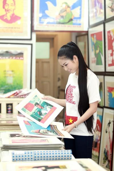 Hoa hậu Ngọc Anh tươi trẻ với áo in tranh cổ động ảnh 4