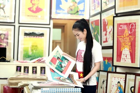 Hoa hậu Ngọc Anh tươi trẻ với áo in tranh cổ động ảnh 5