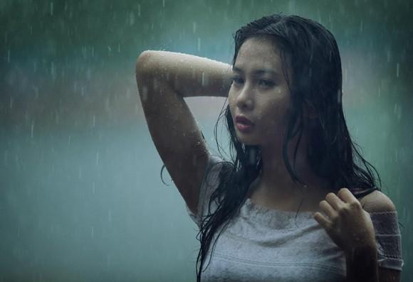 Người mẫu Xuân Thuỳ thánh thiện dưới mưa ảnh 10