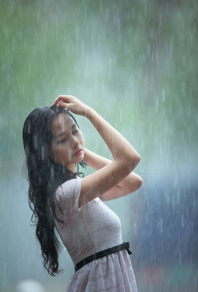 Người mẫu Xuân Thuỳ thánh thiện dưới mưa ảnh 5