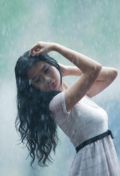 Người mẫu Xuân Thuỳ thánh thiện dưới mưa ảnh 6