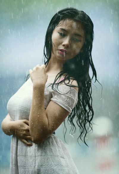 Người mẫu Xuân Thuỳ thánh thiện dưới mưa ảnh 7