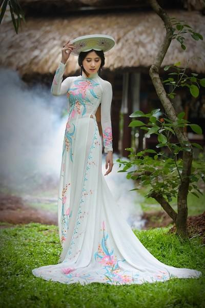 Á khôi Hoàng Hạnh khoe vẻ đẹp thuần khiết với áo dài ảnh 1