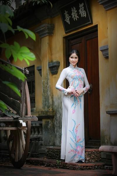 Á khôi Hoàng Hạnh khoe vẻ đẹp thuần khiết với áo dài ảnh 3