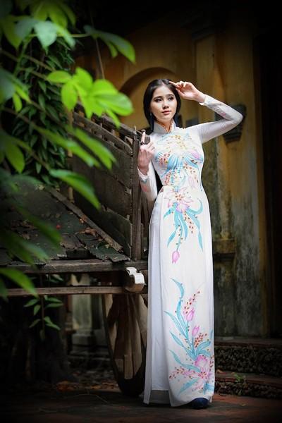 Á khôi Hoàng Hạnh khoe vẻ đẹp thuần khiết với áo dài ảnh 4