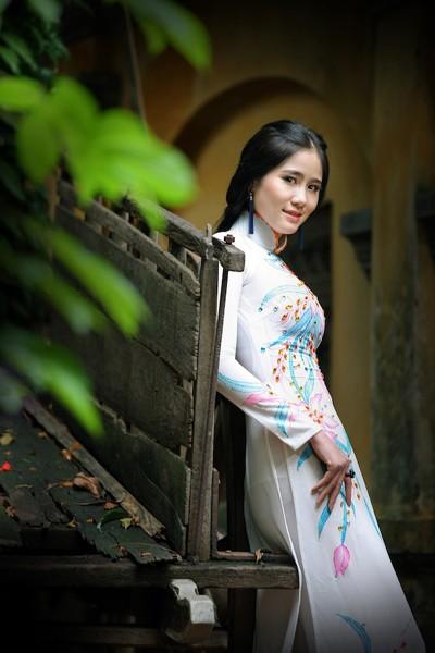 Á khôi Hoàng Hạnh khoe vẻ đẹp thuần khiết với áo dài ảnh 5