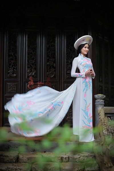 Á khôi Hoàng Hạnh khoe vẻ đẹp thuần khiết với áo dài ảnh 6