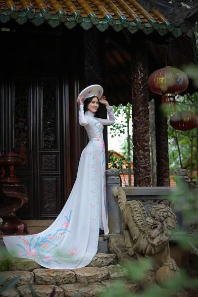 Á khôi Hoàng Hạnh khoe vẻ đẹp thuần khiết với áo dài ảnh 7