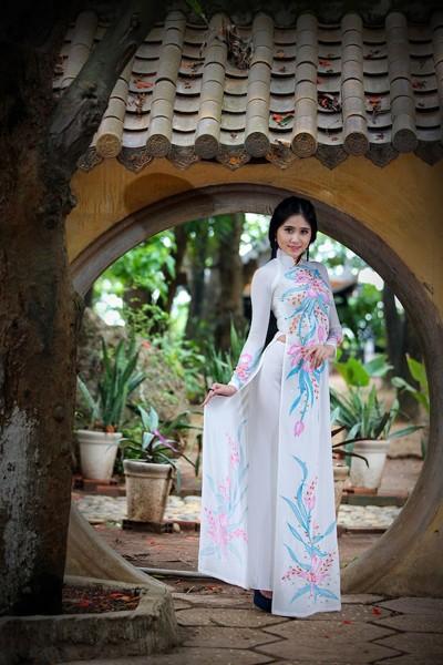 Á khôi Hoàng Hạnh khoe vẻ đẹp thuần khiết với áo dài ảnh 8