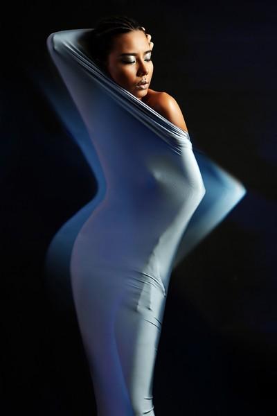Lại Thanh Hương chán nude, phá cách trong kén lụa gợi cảm ảnh 7