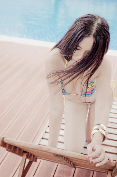 """Người đẹp Thanh Trang """"hút hồn"""" với trang phục bikini siêu nhỏ ảnh 3"""