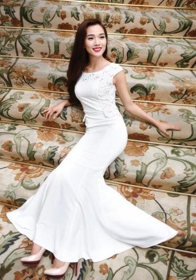 """Siêu mẫu Kim Cương """"hút hồn"""" với đầm dạ hội ảnh 5"""