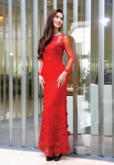 """Siêu mẫu Kim Cương """"hút hồn"""" với đầm dạ hội ảnh 9"""