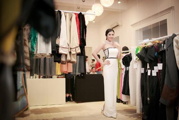Hoa hậu Ngọc Hân khoe vai trần gợi cảm trong trang phục tự thiết kế ảnh 4