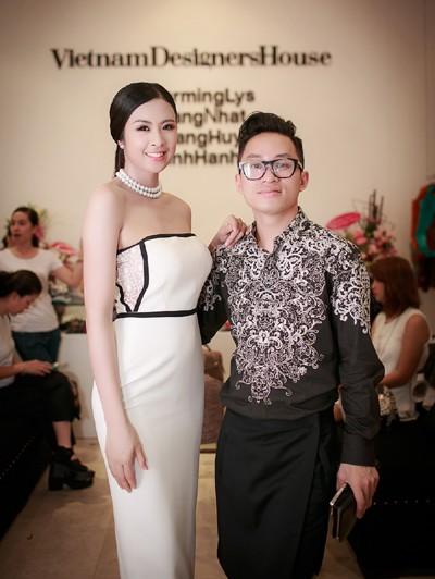 Hoa hậu Ngọc Hân khoe vai trần gợi cảm trong trang phục tự thiết kế ảnh 9