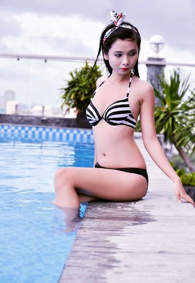 """Người mẫu Xuân Thuỳ khoe đường cong """"mê hoặc"""" với bikini ảnh 8"""