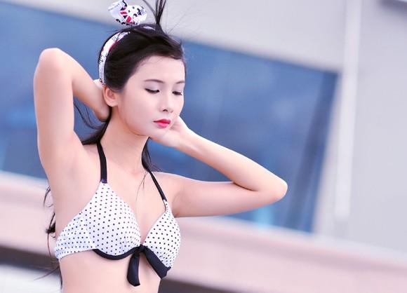 """Người mẫu Xuân Thuỳ khoe đường cong """"mê hoặc"""" với bikini ảnh 7"""