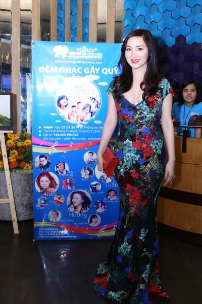 Hoa hậu Giáng My khoe giọng hát mượt mà trong đêm nhạc từ thiện ảnh 1