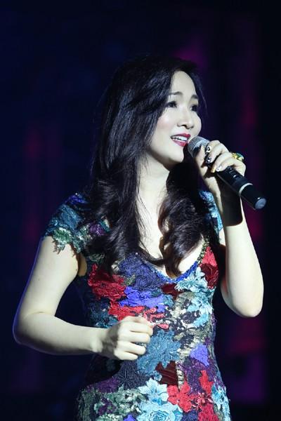 Hoa hậu Giáng My khoe giọng hát mượt mà trong đêm nhạc từ thiện ảnh 2