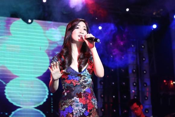 Hoa hậu Giáng My khoe giọng hát mượt mà trong đêm nhạc từ thiện ảnh 6