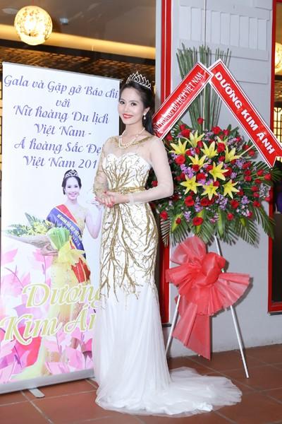 Nữ hoàng Du lịch Việt Nam Dương Kim Ánh lộng lẫy trong tiệc mừng sau đăng quang ảnh 1