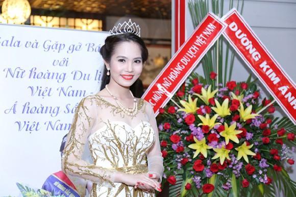 Nữ hoàng Du lịch Việt Nam Dương Kim Ánh lộng lẫy trong tiệc mừng sau đăng quang ảnh 2