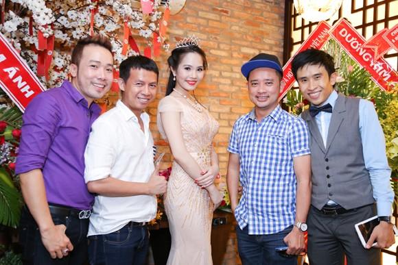 Nữ hoàng Du lịch Việt Nam Dương Kim Ánh lộng lẫy trong tiệc mừng sau đăng quang ảnh 4
