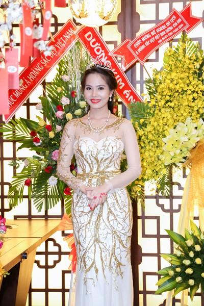 Nữ hoàng Du lịch Việt Nam Dương Kim Ánh lộng lẫy trong tiệc mừng sau đăng quang ảnh 6