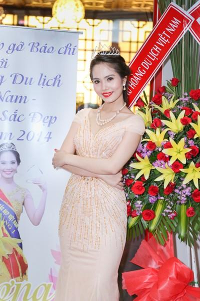 Nữ hoàng Du lịch Việt Nam Dương Kim Ánh lộng lẫy trong tiệc mừng sau đăng quang ảnh 9