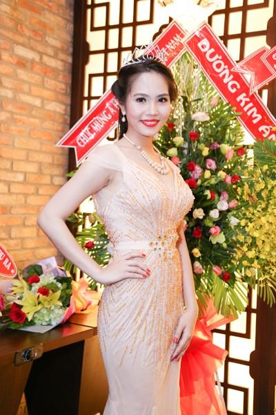 Nữ hoàng Du lịch Việt Nam Dương Kim Ánh lộng lẫy trong tiệc mừng sau đăng quang ảnh 10