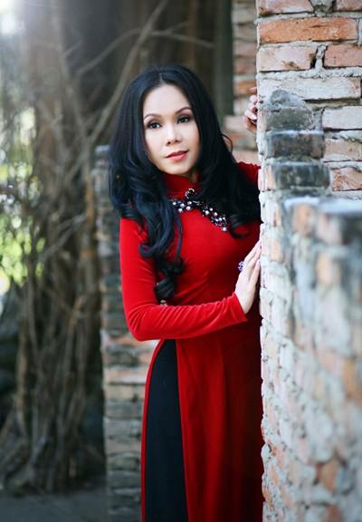 Danh hài Việt Hương khoe eo thon như thiếu nữ ảnh 1