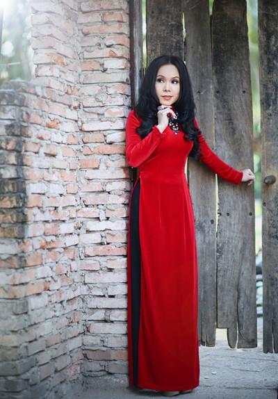 Danh hài Việt Hương khoe eo thon như thiếu nữ ảnh 2