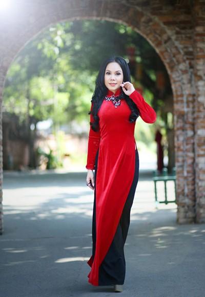 Danh hài Việt Hương khoe eo thon như thiếu nữ ảnh 3