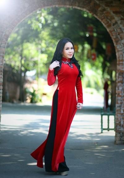 Danh hài Việt Hương khoe eo thon như thiếu nữ ảnh 4