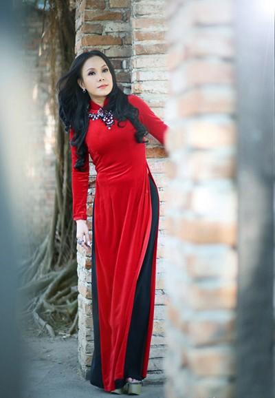 Danh hài Việt Hương khoe eo thon như thiếu nữ ảnh 5
