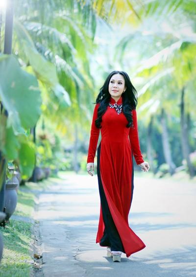 Danh hài Việt Hương khoe eo thon như thiếu nữ ảnh 8