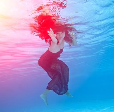 Người mẫu Xuân Thuỳ khoe dáng gợi cảm dưới nước ảnh 8