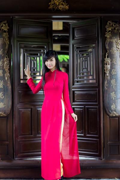 Người mẫu Xuân Thuỳ: Áo dài cho lễ Vu lan như món quà tặng mẹ ảnh 2