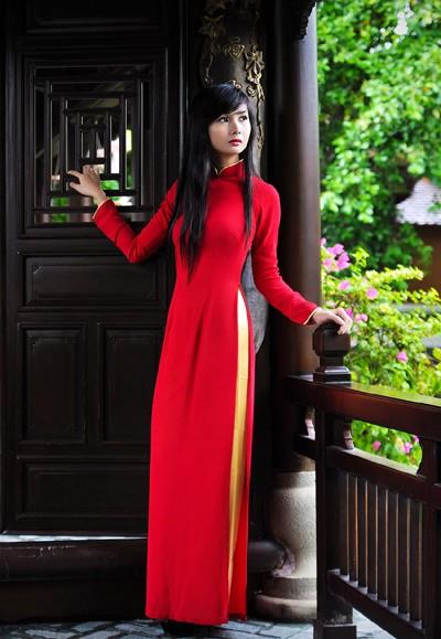 Người mẫu Xuân Thuỳ: Áo dài cho lễ Vu lan như món quà tặng mẹ ảnh 3