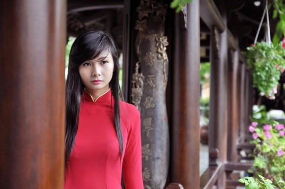 Người mẫu Xuân Thuỳ: Áo dài cho lễ Vu lan như món quà tặng mẹ ảnh 4