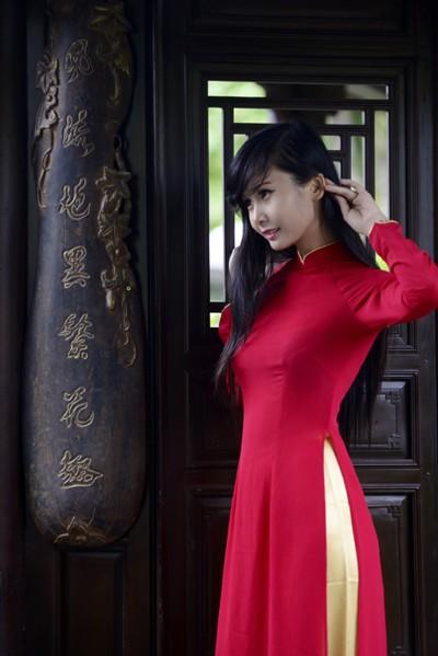 Người mẫu Xuân Thuỳ: Áo dài cho lễ Vu lan như món quà tặng mẹ ảnh 5