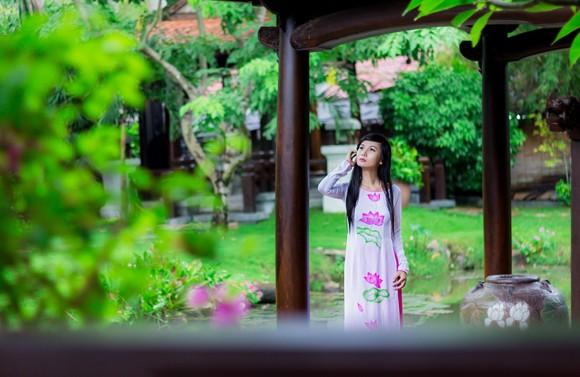 Người mẫu Xuân Thuỳ: Áo dài cho lễ Vu lan như món quà tặng mẹ ảnh 7