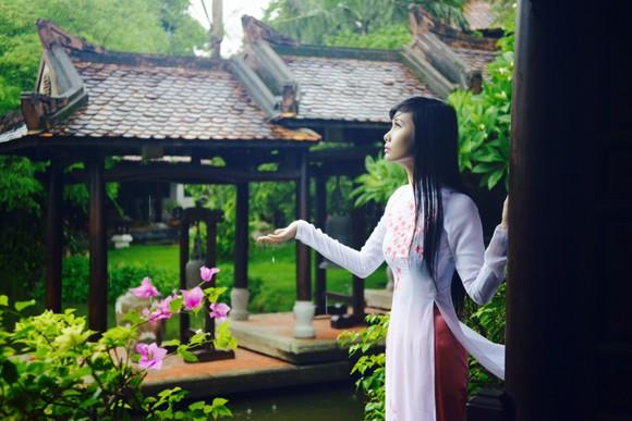Người mẫu Xuân Thuỳ: Áo dài cho lễ Vu lan như món quà tặng mẹ ảnh 9