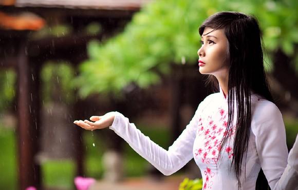 Người mẫu Xuân Thuỳ: Áo dài cho lễ Vu lan như món quà tặng mẹ ảnh 10