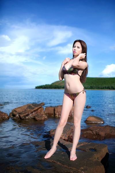 """""""Bỏng mắt"""" ngắm Phạm Minh Minh diện bikini ảnh 2"""
