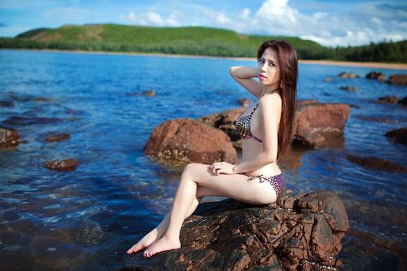 """""""Bỏng mắt"""" ngắm Phạm Minh Minh diện bikini ảnh 3"""